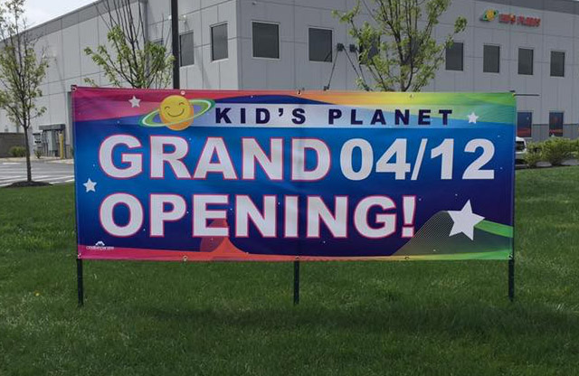Kids Planet, Browns Burg, Grand opening banner