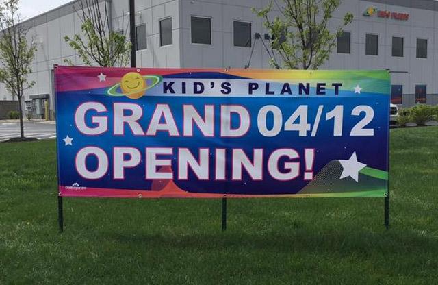 Kids Planet, Browns Burg, Grand opening banner